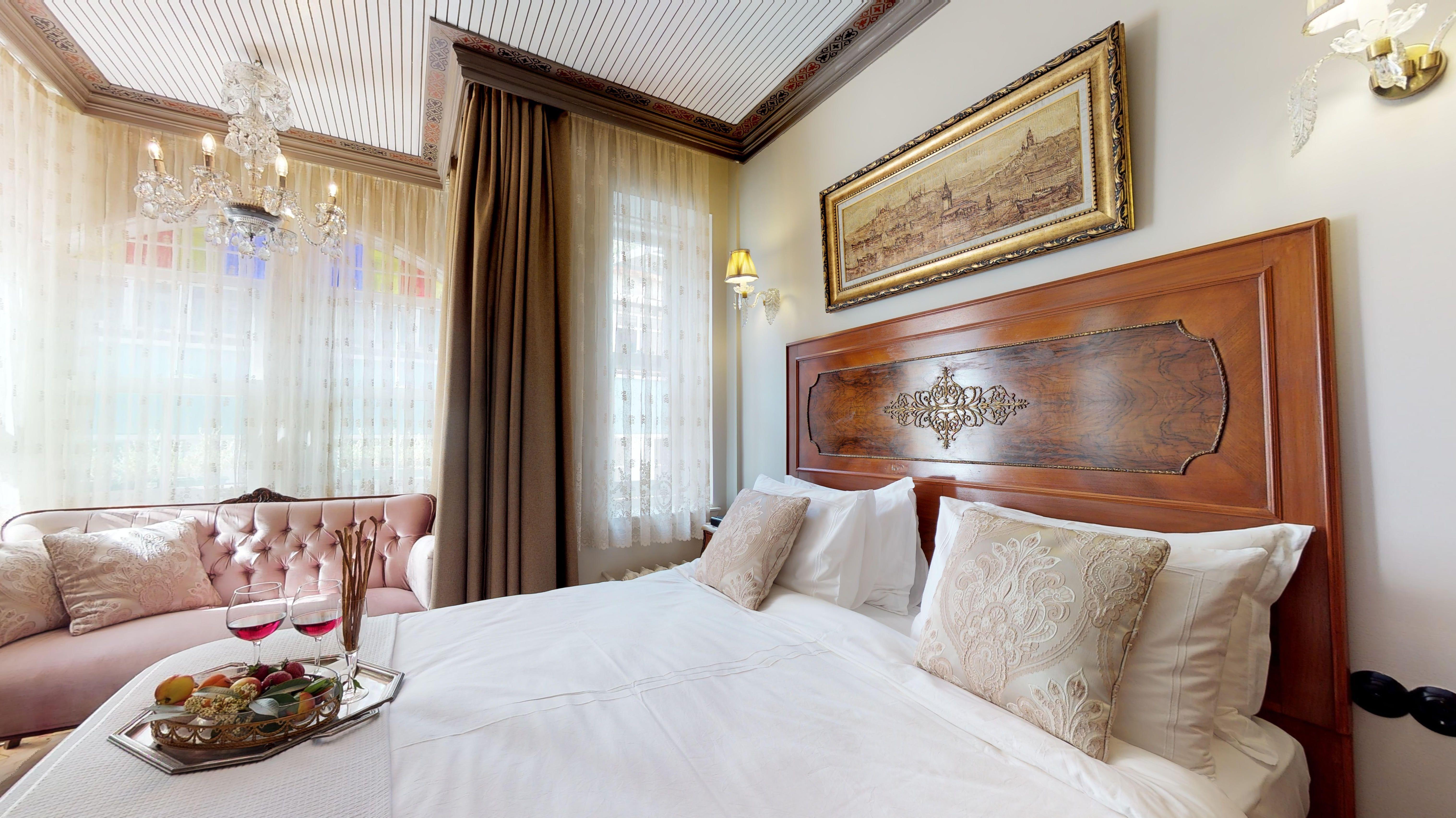 FAIK-PASHA-Apartments-Suit-05232019_192505